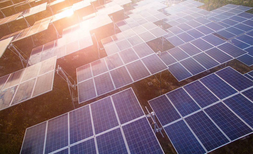 como-a-energia-solar-pode-te-ajudar-a-reduzir-custos-com-seu-gerador-a-diesel-2